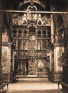 Вид иконостаса Успенского собора в Кирилло-Белозерском монастыре. Вологодская губ.