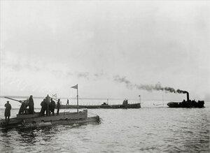 Подводная лодка Дельфин. На втором плане - ПЛ Касатка