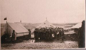 Полковой оркестр у палаток перевязочно-питательного пункта №18, организованного отрядом Красного Креста В.М.Пуришкевича.