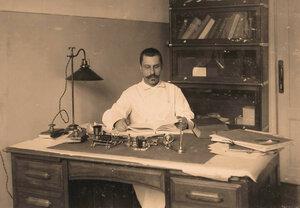 Старший врач лазарета за работой в кабинете.