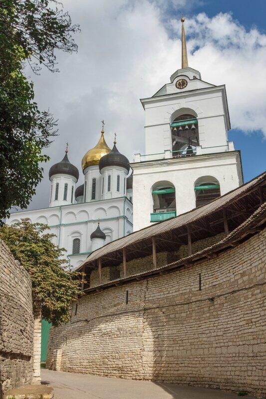 Захаб и Троицкий собор, Псковский Кром
