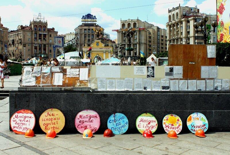 Политическая инсталляция на Майдане Незалежности