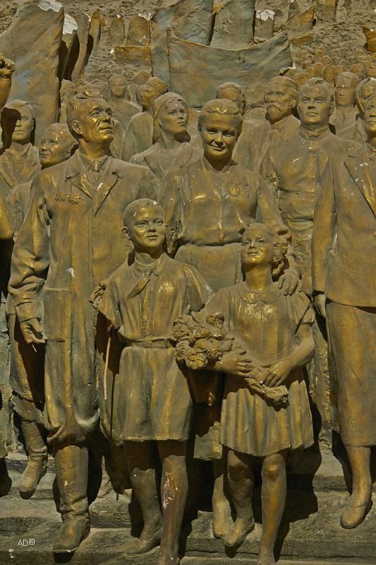 Барельеф «Советскому народу, знаменосцу мира – слава!», 1954 г.