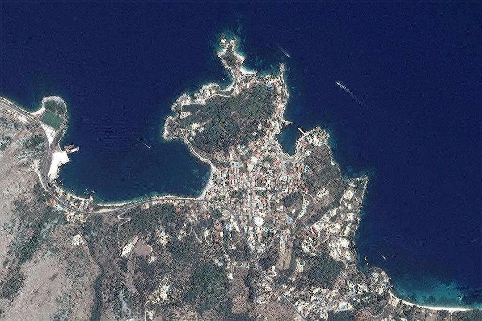 Кассиопи (Корфу) на снимке со спутника