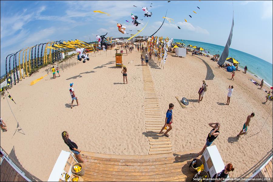 Раздетые на общественном пляже 13 фотография