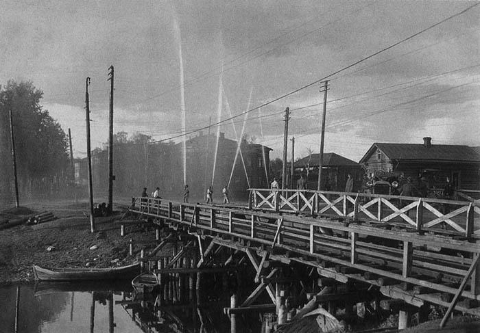 Cоломбальский мост с пожарными 700.jpg