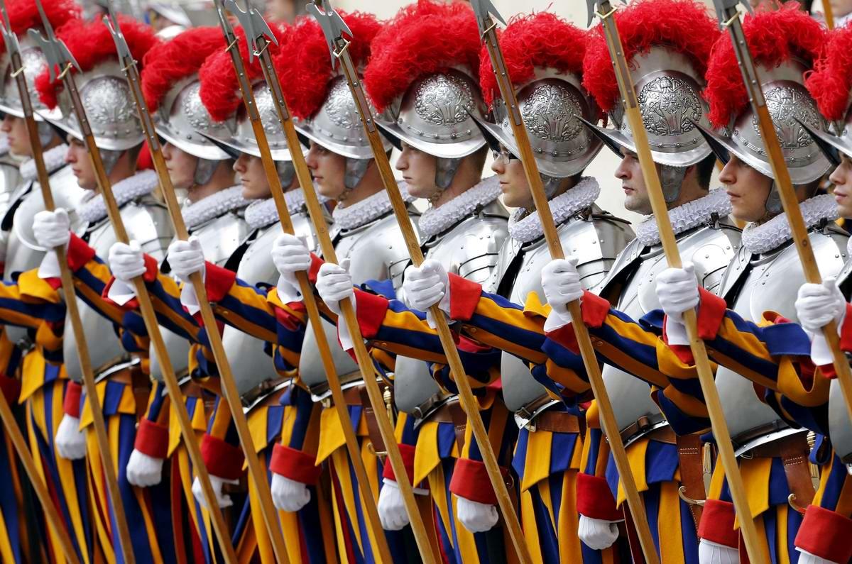 Швейцарская гвардия Ватикана: Новобранцы присягают на верность Папе Римскому (20)