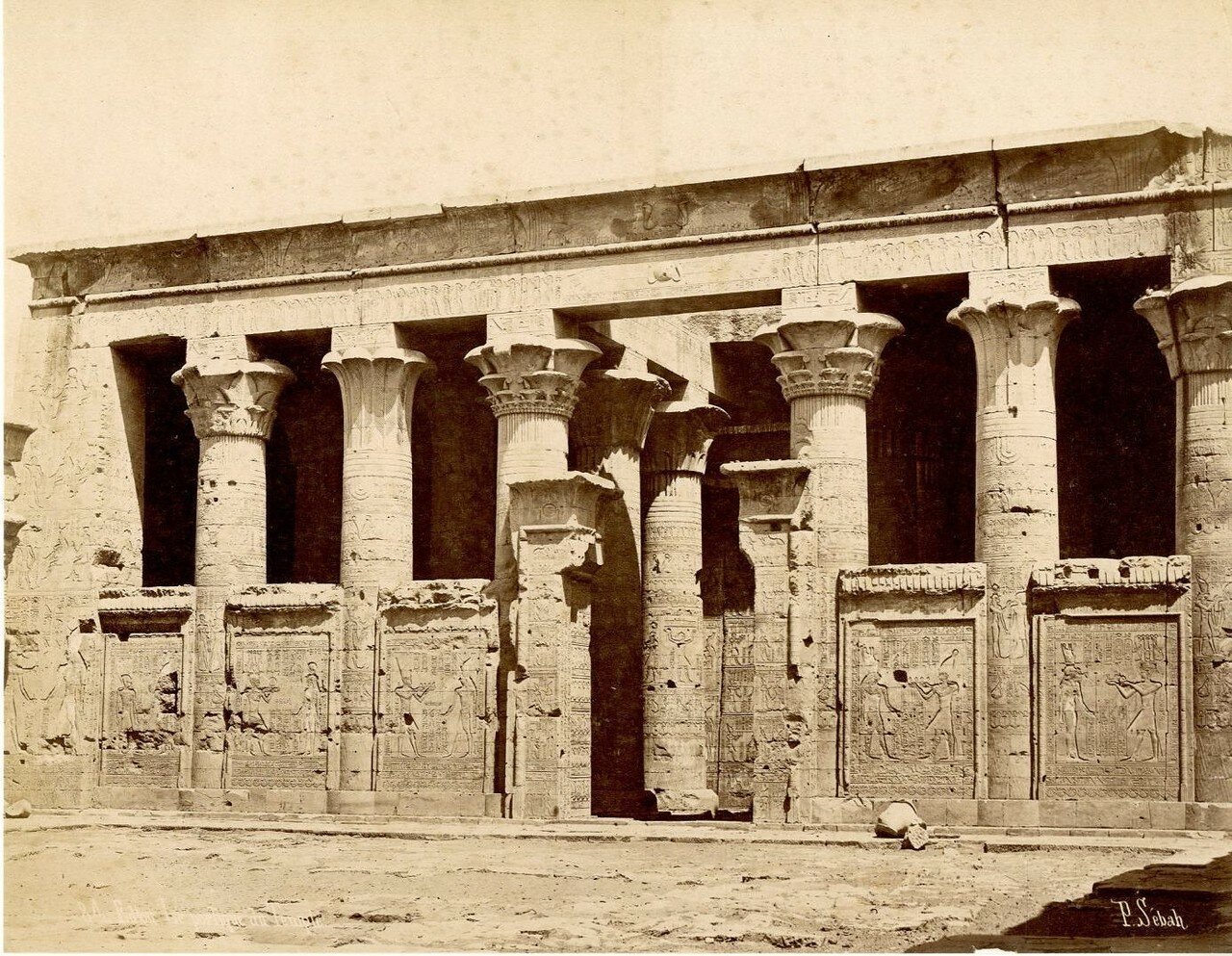 Эдфу. Портик храма