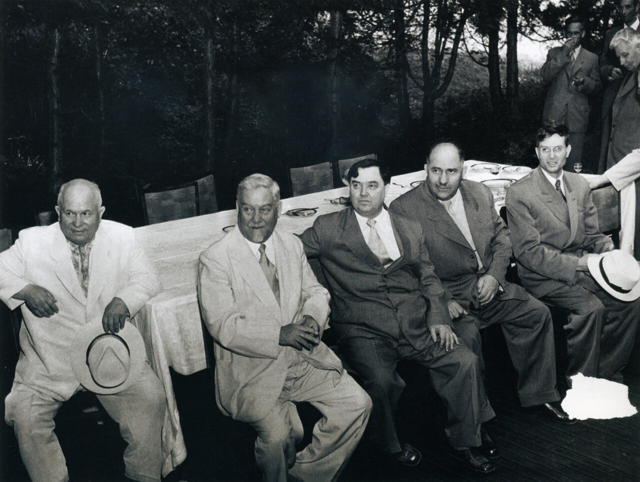 1955. Прием на подмосковной даче