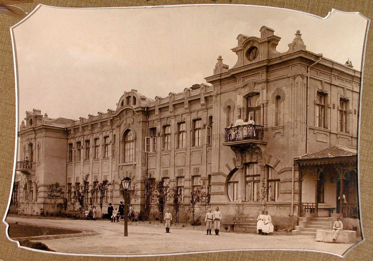 01. Вид фасада главного здания школы-санатория