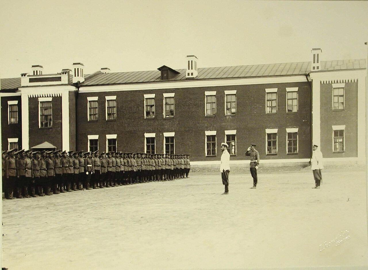 10. Император Николай II приветствует войска во время смотра артиллерийских частей