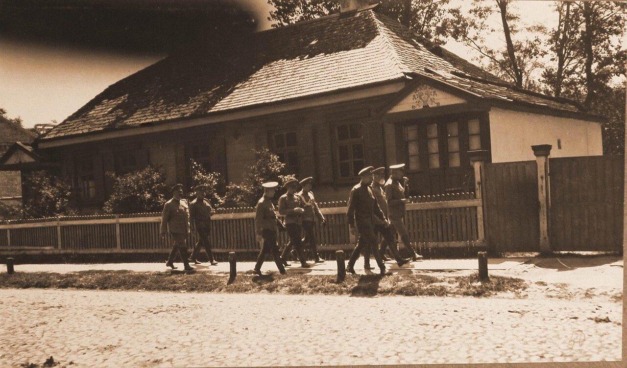24. Командующий армией В. Н. Горбатовский с группой офицеров 13-й автомобильной роты