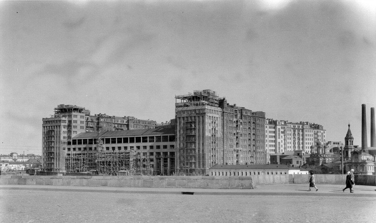 04. Строительство «Дома на набережной» со стороны Берсеневской набережной