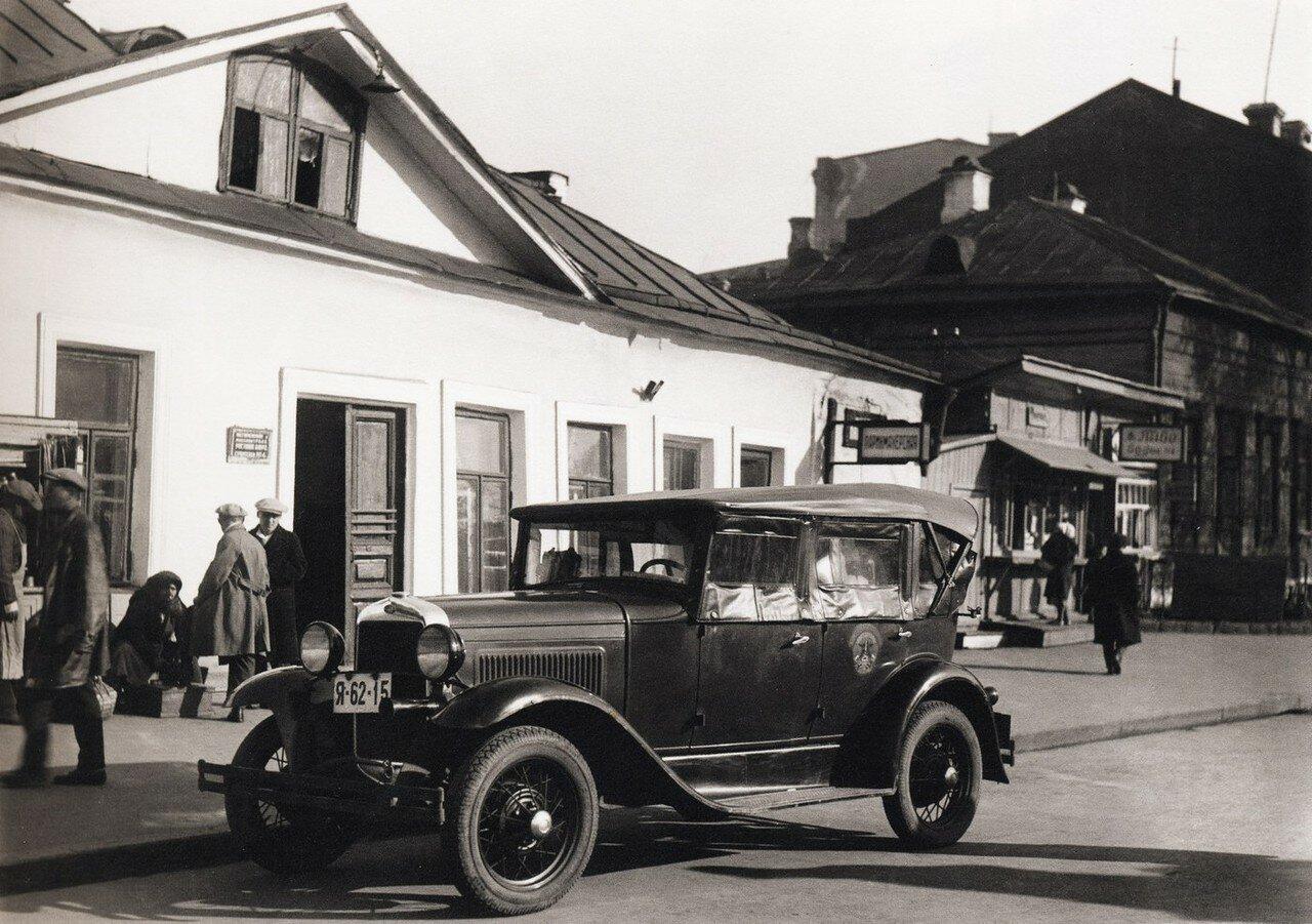 Первое такси-форд в Москве
