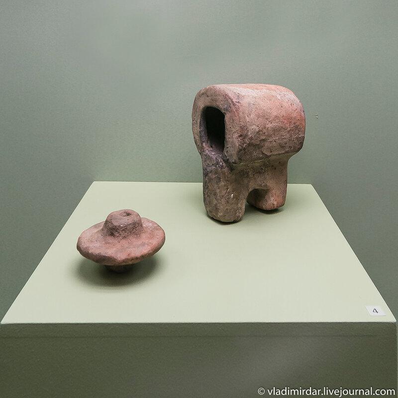 Модель колеса повозки. Глина. Середина III тыс. до н.э. Могильник Элистинский. Калмыкия.