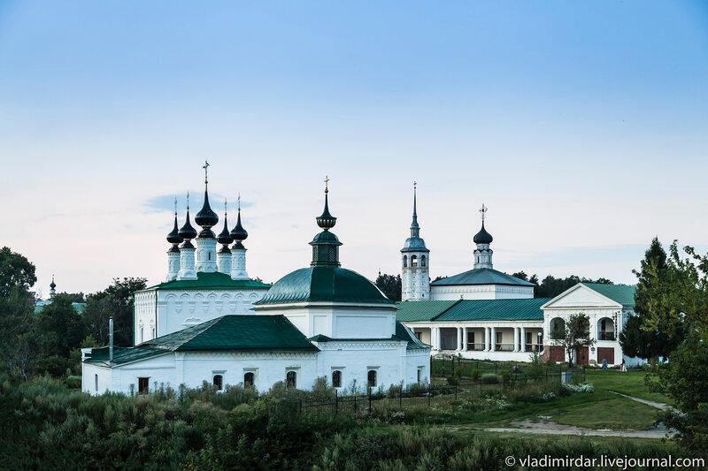 Вид на центр Суздаля с кремлевского оборонительного вала