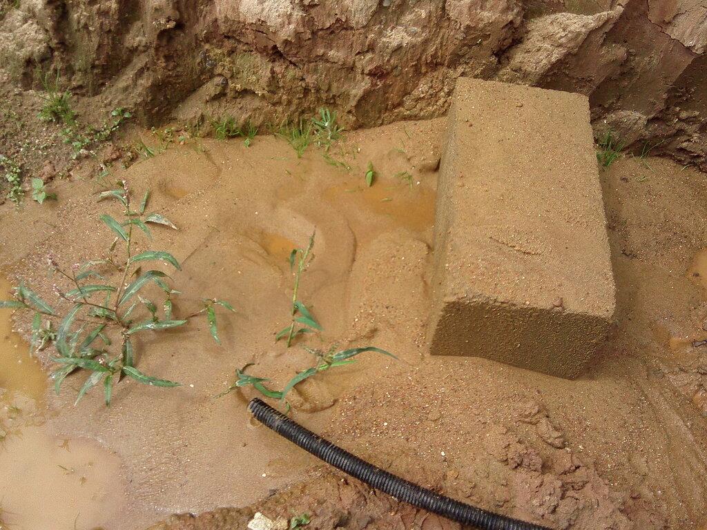 Песок из скважины.