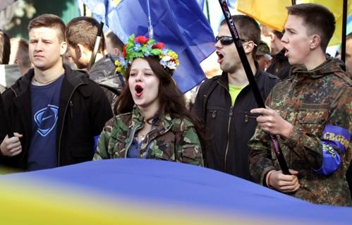 """в """"марше славы"""" участвовала и зомбированная молодежь"""