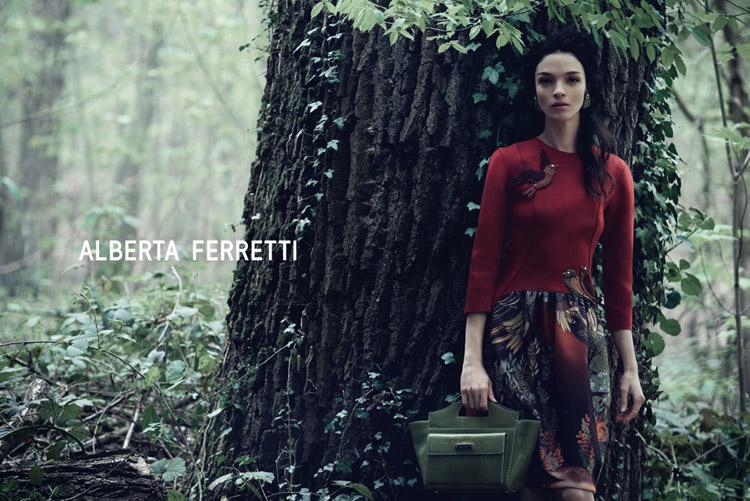 Mariacarla Boscono лицо коллекции осень-зима Альберты Ферретти 2014
