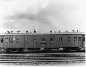 Внешний вид вагона для тяжелораненых, построенного на средства инвалидного дома графов Зубовых