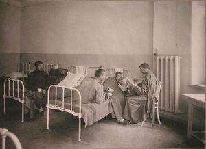 Раненые в одной из палат лазарета при санатории имени Четверикова.