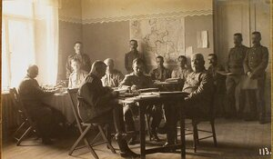 Военные чины в канцелярии санитарного отдела штаба XII армии