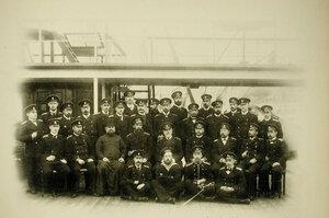 Группа офицеров и матросов на борту крейсера Рюрик;во втором ряду сидят справа налево-3-й-офицер А.А.Бунге,4-й-офицер А.Х. Кригер,5-й-адмирал Кологерас