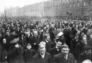 Участники манифестации на набережной Екатерининского канала.