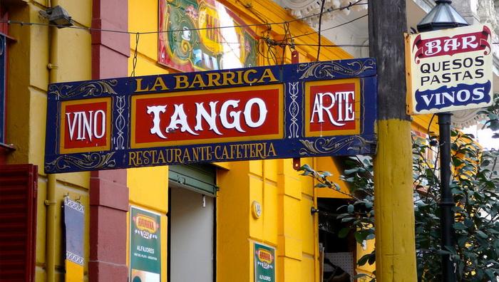 Бар в районе Ла-Бока, где исполняют танго