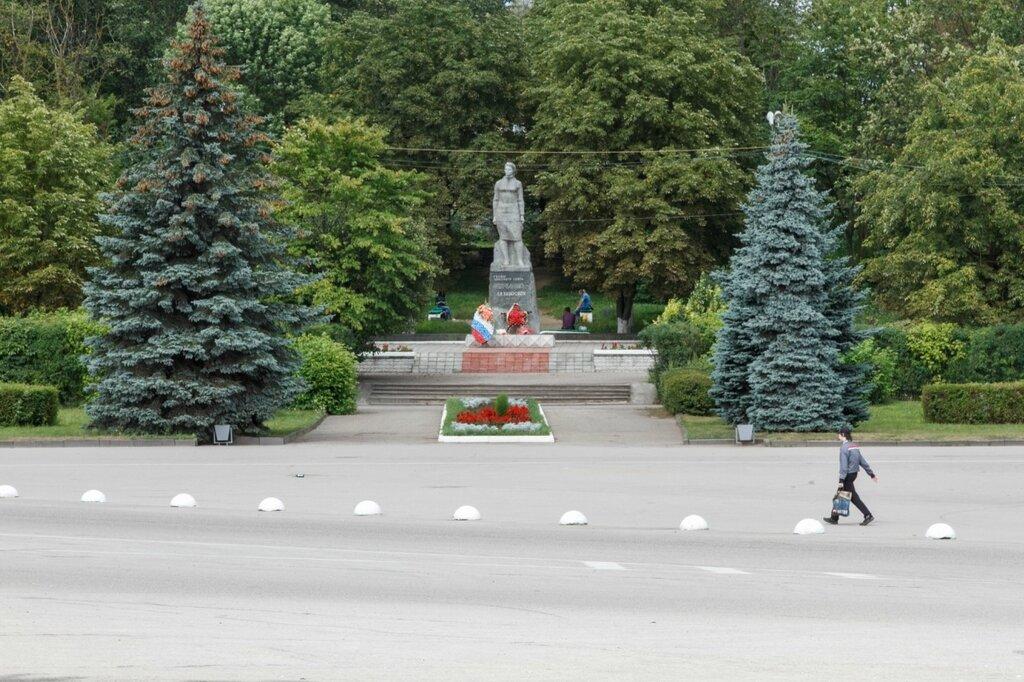 Памятник Герою Советского Союза Клавдии Назаровой, Остров
