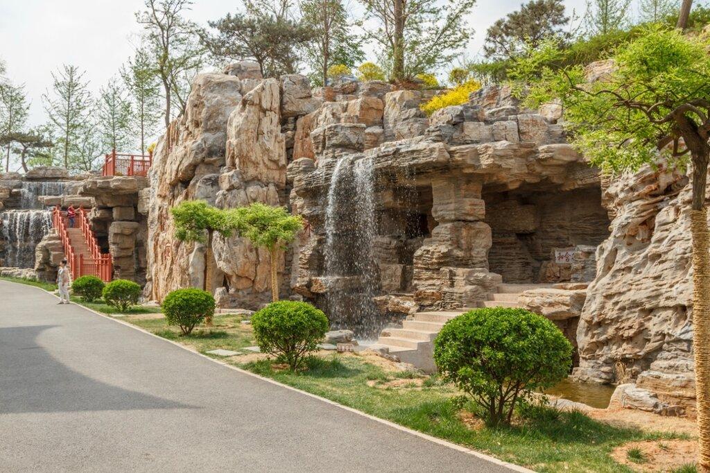 Искусственная скала около пагоды Юндин, Парк-выставка садов, Пекин