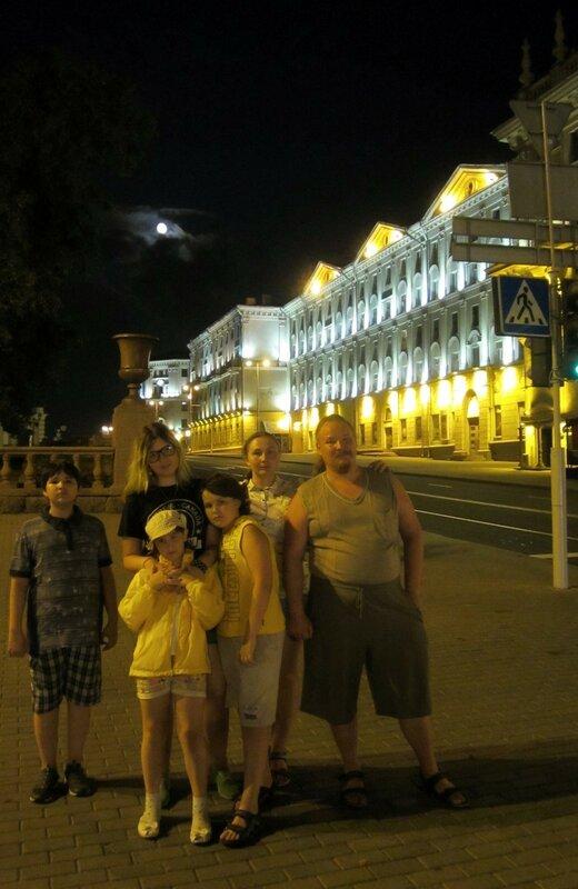 Минск - улица Энгельса ночью и мы.JPG