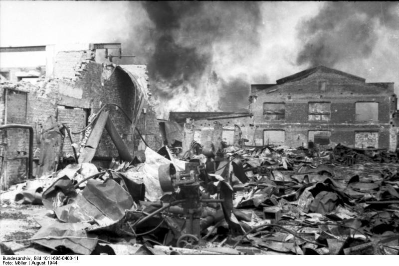 Warschauer Aufstand, brennendes Fabrikgebдude