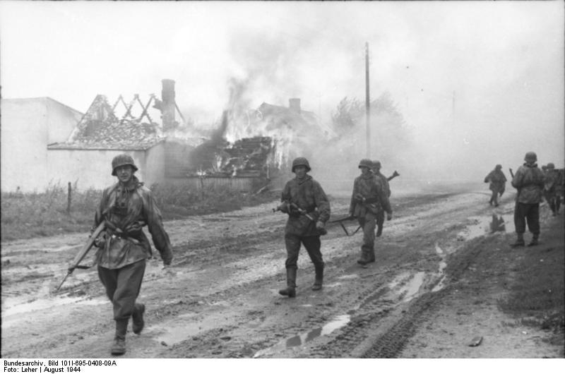 Warschauer Aufstand, Infanteristen in Ortschaft