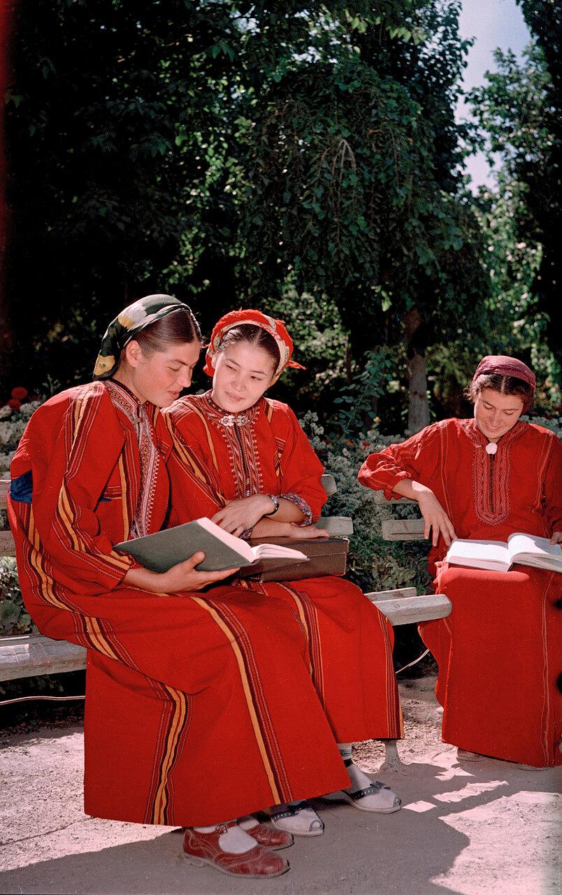 Студентки. Туркмения