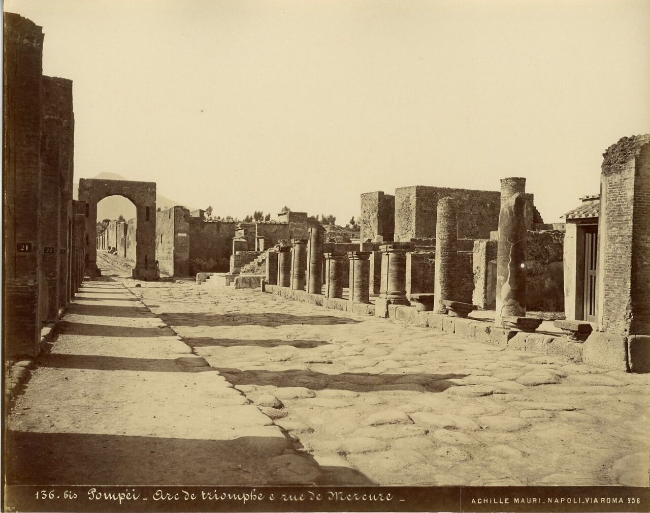1875. Триумфальная арка и улица Меркурия