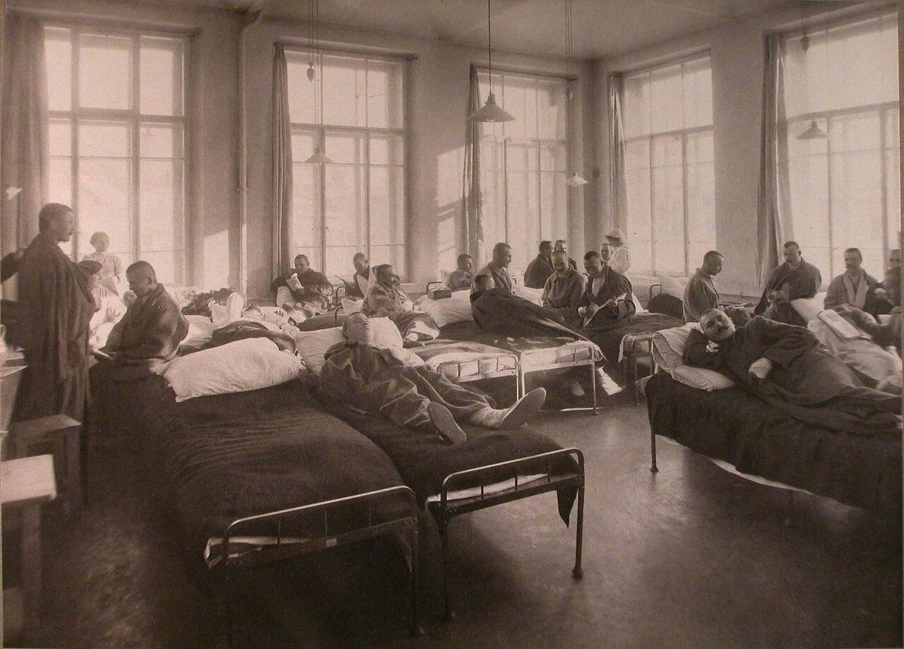 22. Раненые в палате лазарета,устроенного при Высших женских курсах