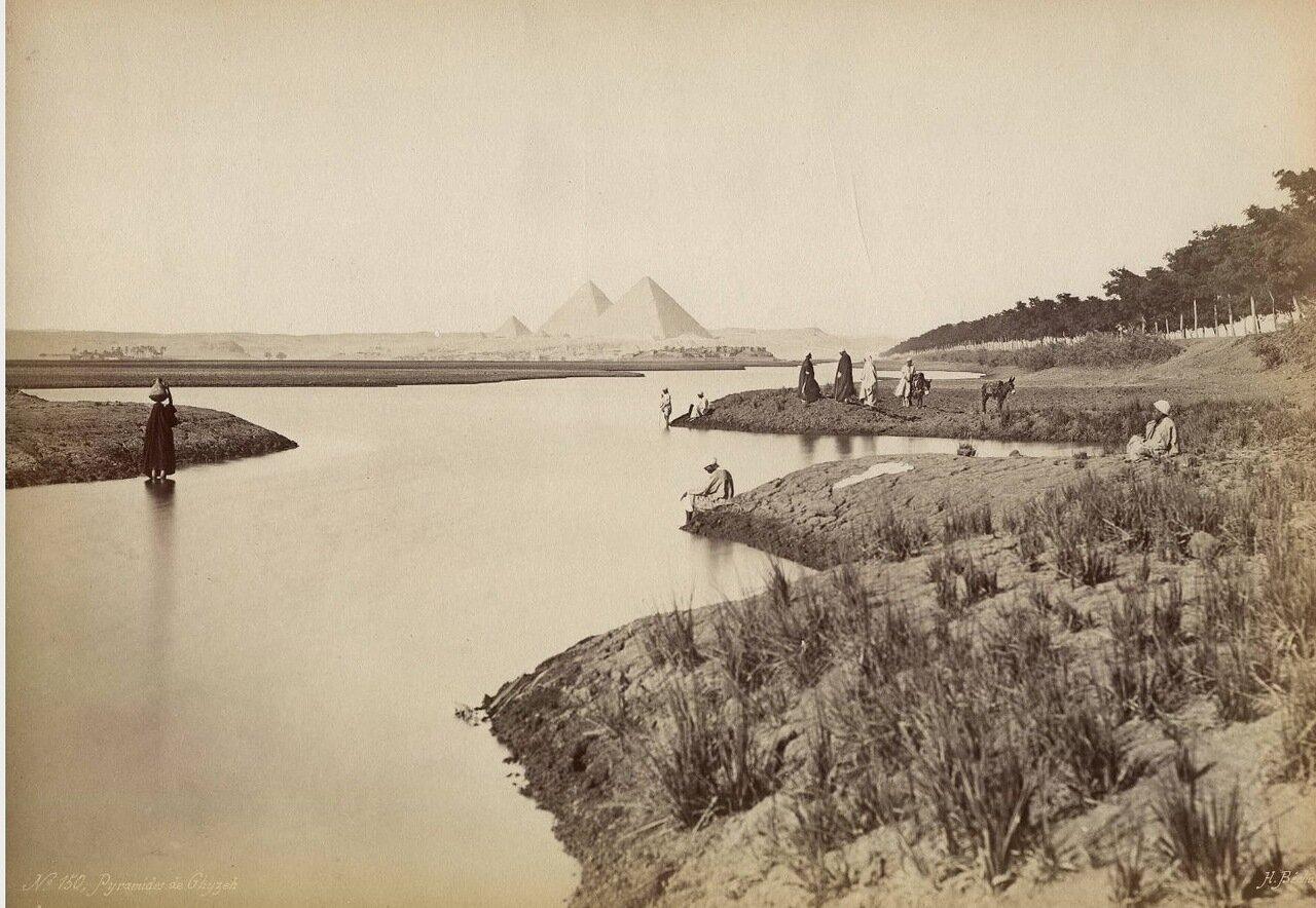 Гиза. Вид на пирамиды с реки
