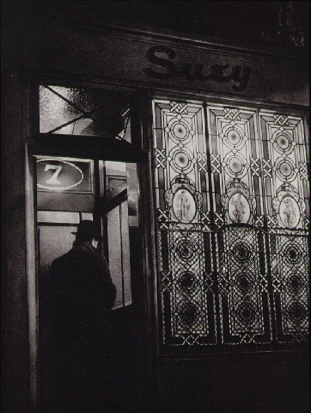 1933.Бордель «Сюзи». У входа в заведение