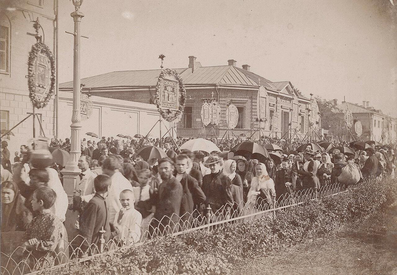 573. Крестный ход по Волхонке (1890-е гг.)