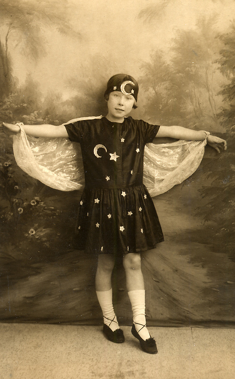 A fairy photographed by Jerome in the 1930s.jpg