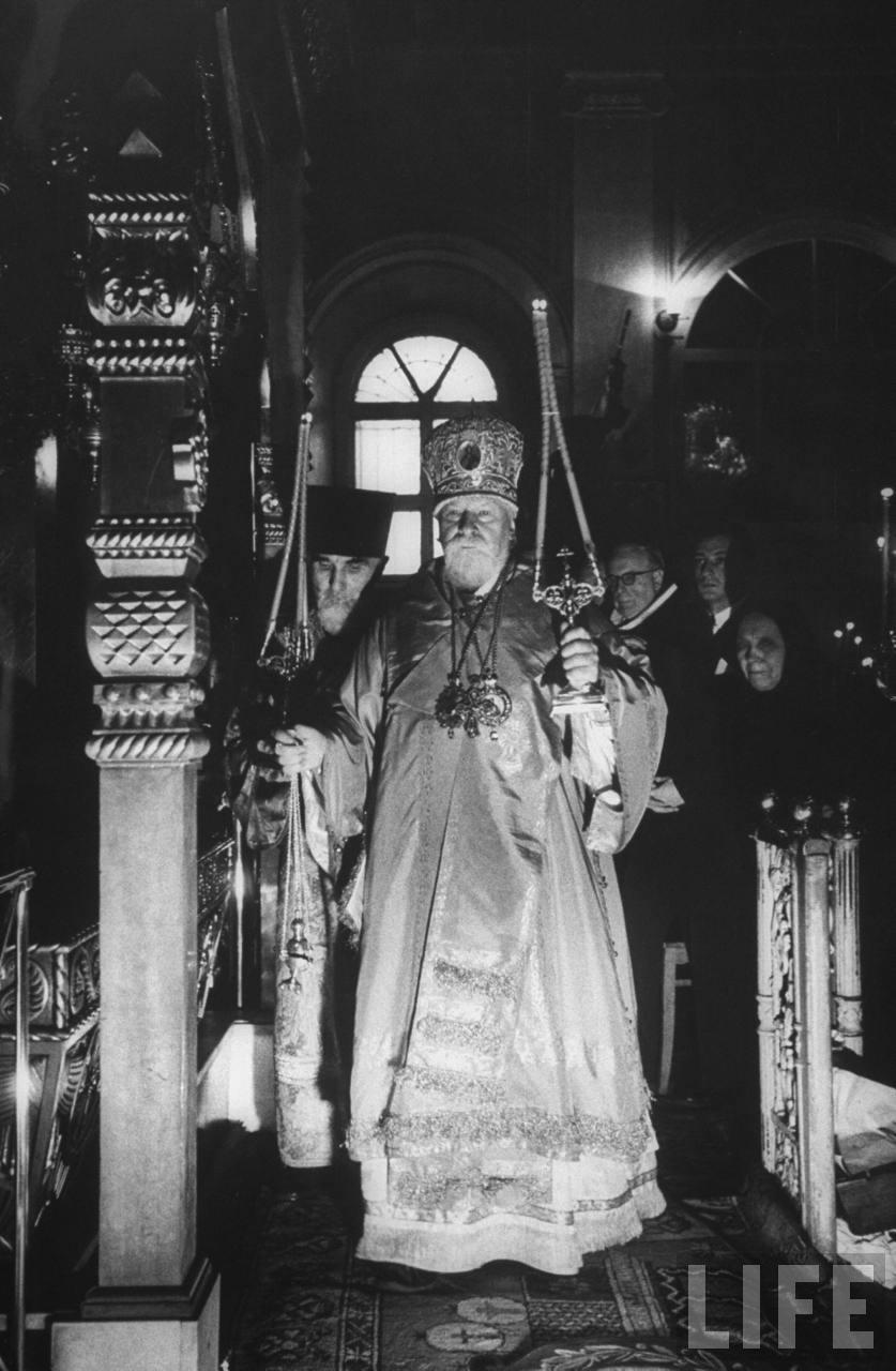Патриарх Московский Алексий I проводит службу в Богоявленском соборе, ноябрь-декабрь 1955 года, фотограф Эд Кларк