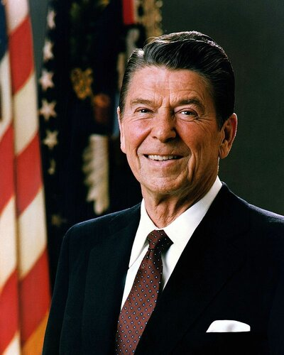 800px-Official_Portrait_of_President_Reagan_1981.jpg