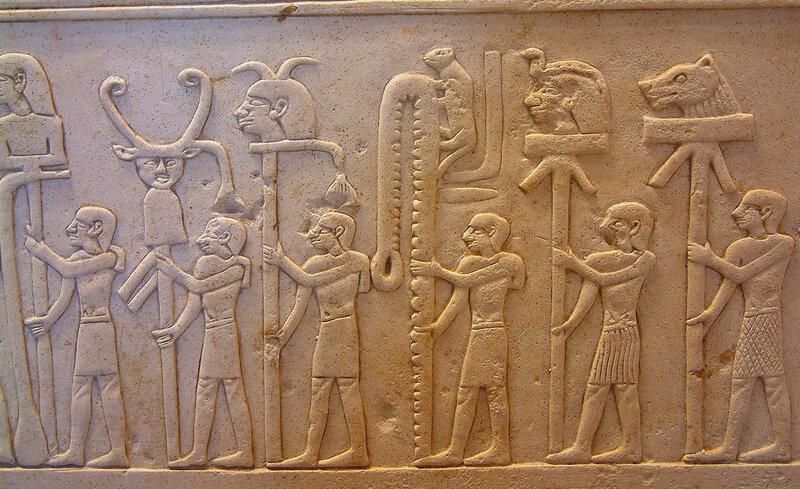 Egypte_louvre_251_totem.jpg