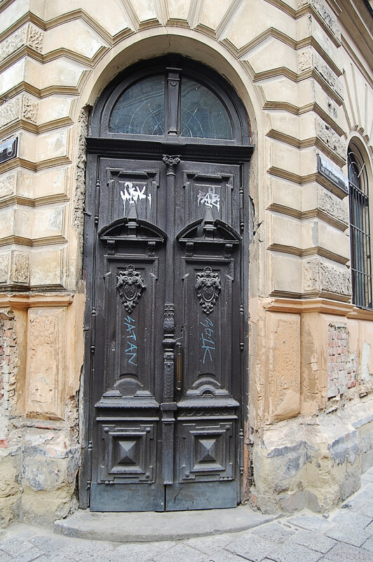 двери во Львове