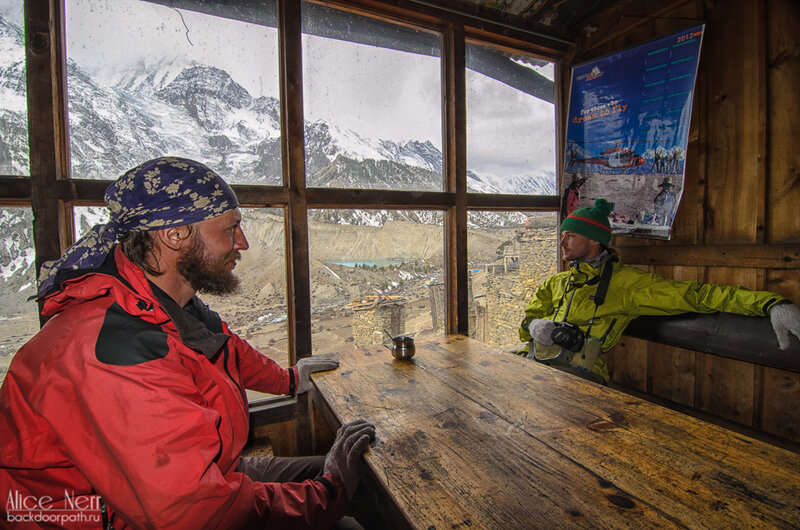 Кафе с видом на снежники, Мананг, гималаи, непал, горы