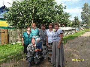 Встреча земляков: Лифановы Надя,Вера,Люба, Карпова Лида, Манукова Мария и Танашова Света.