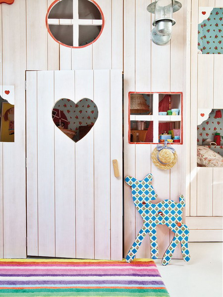 little-house-in-attic-kidsroom13.jpg