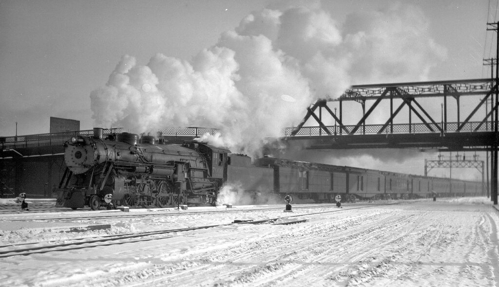 Chicago, Burlington & Quincy train, engine number 7009, engine type 4-8-2, arriving at Denver, Colo., March 20, 1927