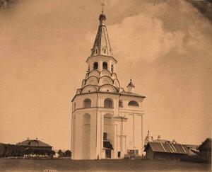 Вид Распятской церкви-колокольни в Успенском женском монастыре (построена в 1570 г.).